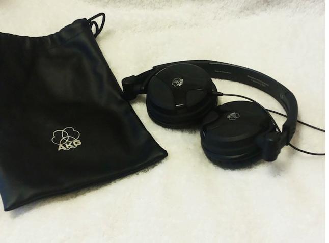 ヘッドフォンAKG K518DJのレビュー