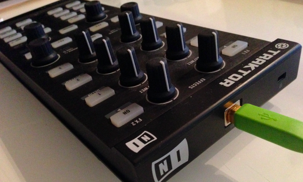 PCDJコントローラー Native Instruments Traktor Kontrol X1のレビュー